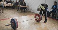 Подготовка к чемпионату по тяжелой атлетике. Архивное фото