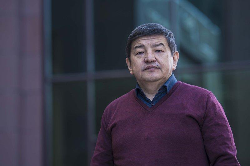 Государственный и политический деятель Кыргызстана, депутат Жогорку Кенеша  — Акылбек Усенбекович Жапаров