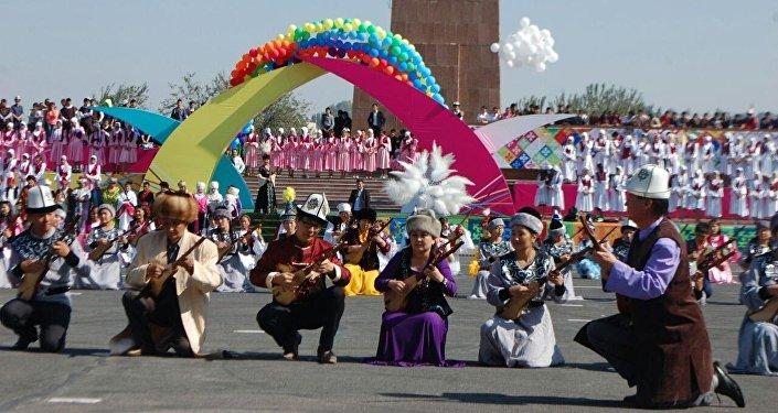 Ош шаарынын борбордук аянтында түштүк борбордун 3016 жылдыгын белгилөө салтанаты