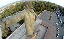Памятник Ленина на главной площади города Ош. Архивное фото