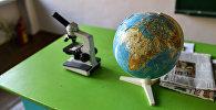 Мекеп классындагы глобус, архивдик сүрөт