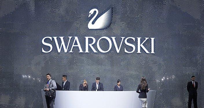 Посетители у павильона компании Swarovski, архивное фото