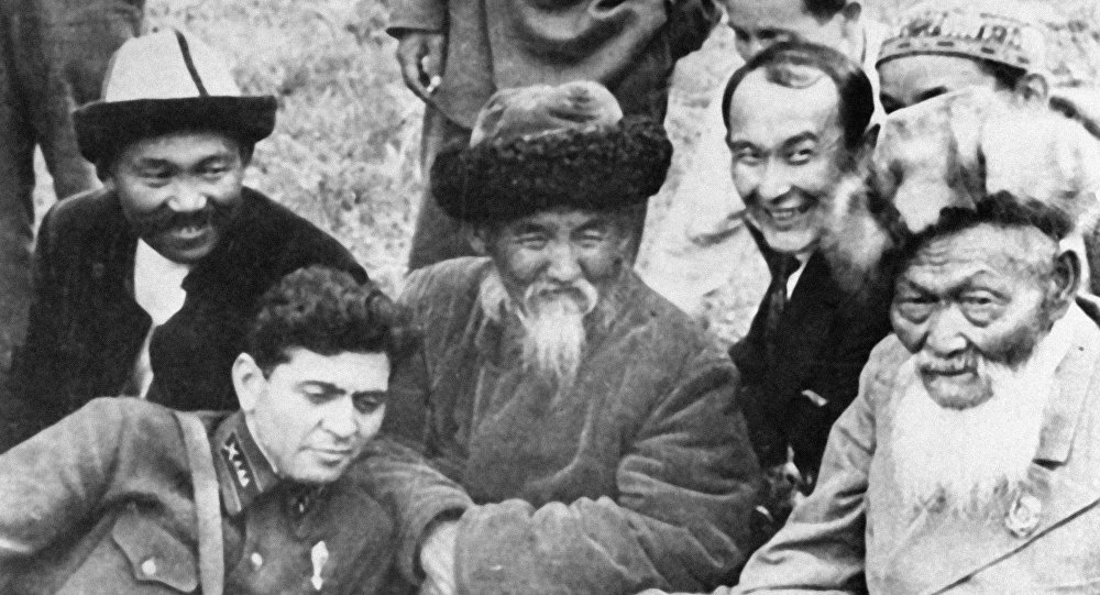 Кыргыздын улуу акындарынын бири Тоголок Молдо (ортодо)
