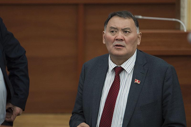 Депутат ЖК КР от партии Онугуу-Прогресс Камчыбек Жолдошбаев на заседании. Архивное фото