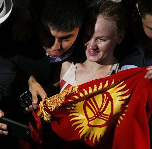 Тайбоксер из КР Валентина Шевченко с флагом КР. Архивное фото
