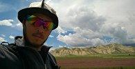 Кыргызстандык сүрөтчү Азамат Жаналиевдин архивдик сүрөтү