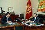 Президент Алмазбек Атамбаев Социалдык фонддун төрагасы Теңизбек Абжапаровду кабыл алуу учурунда