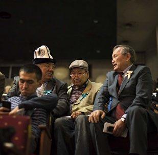 Собрание народного курултая в Русском драматическом театре в Бишкеке