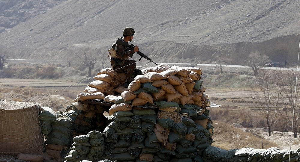 Солдат Афганской национальной армии на блокпосту. Архивное фото