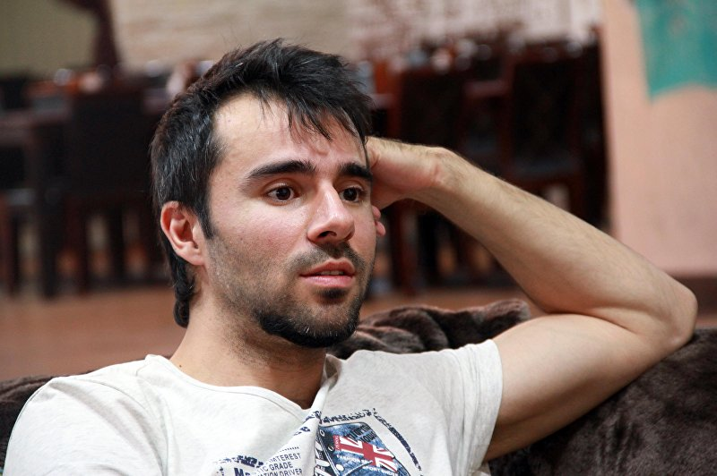 Финалист телепроекта Фабрика звезд Руслан Масюков во время интервью журналисту Sputnik Кыргызстан