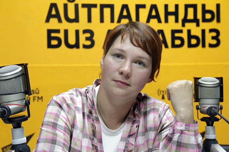 Корреспондент Вечернего Бишкека и волонтер Надежда Хохлова во время фотосета