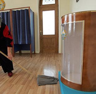 Өзбекстандагы шайлоого даярдануу. Архивдик сүрөт