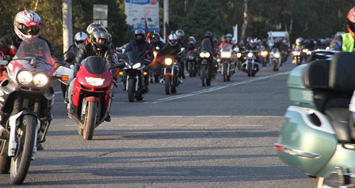 Триста байкеров закрыли мотосезон, проехавшись по улицам Бишкека в прошедшую субботу