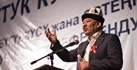 Экс депутат Азимбек Бекназаровдун архивдик сүрөтү