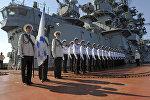 Матросы тяжелого атомного ракетного крейсера России. Архивное фото