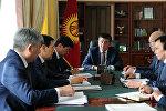 Премьер-министр Сооронбай Жээнбеков өлкөдөгү коомдук-саясий абал боюнча жыйында
