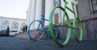 Велопарковка возле здания мэрии Бишкека. Архивное фото