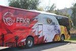 Кыргызстандын Футбол федерациясынын автобусу. Архивдик сүрөт