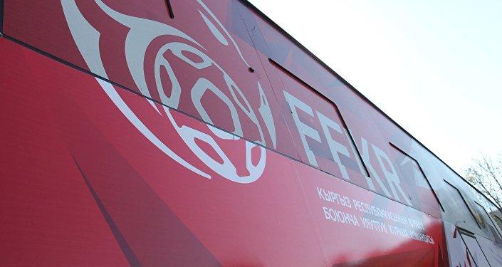 Автобусту Зенит клубу үчүн корпоративдик стиль иштеп чыккан санкт-петербургдук компания жасалгалаган.