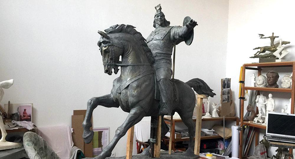Макет памятника Манаса который будет установлен в районе Бейоглу Стамбула