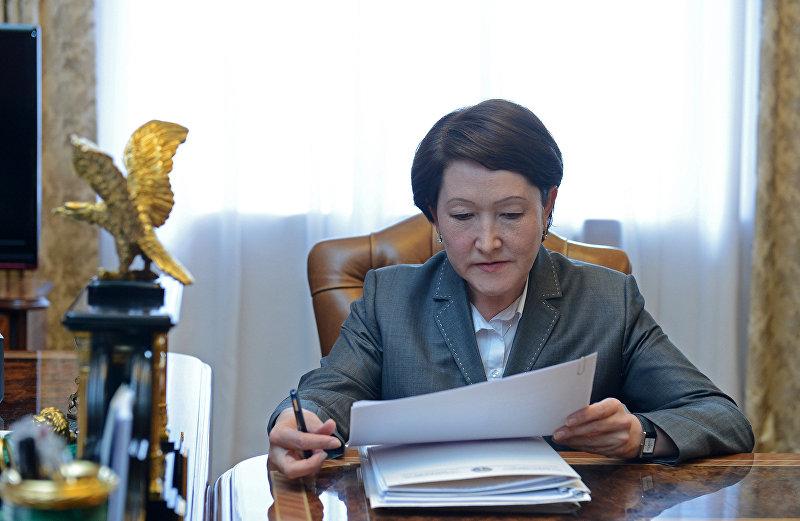 Председатель Центральной комиссии по выборам и проведению референдумов Нуржан Шайлдабекова во время визита к президенту Алмазбеку Атамбаеву. Архивное фото