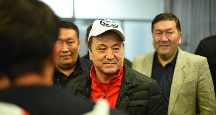 Возвращение в Бишкек участников чемпионата мира по борьбе среди ветеранов