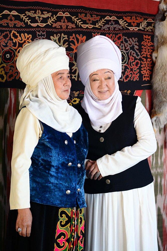 Замандаштар. Бактыгүл Насыпбекова жана Жаңыл Досматова