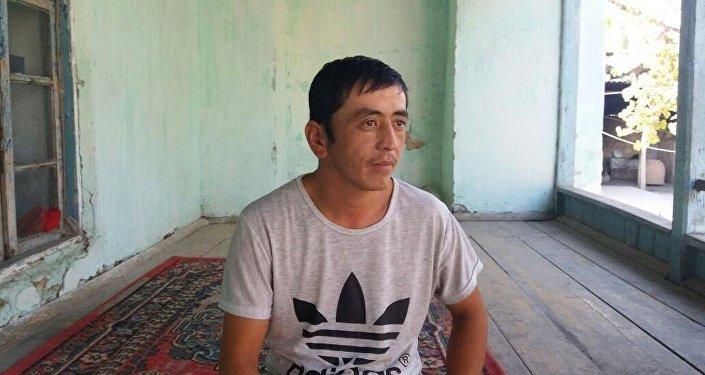 Миржигит с болезнью панического страха из села Маданият Кара-Сууйского района.
