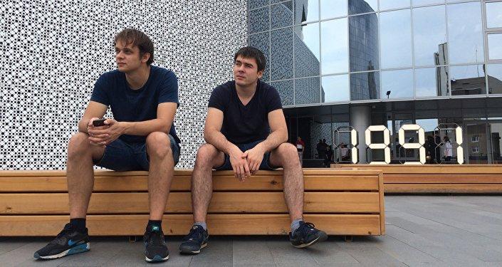 Разработчики видеоигры World of One Сергей Алексеев (слева) и Андрей Амортиз