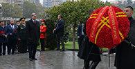 Президент Алмазбек Атамбаев возложил венок к Мемориалу героям, павшим за единство Грузии.
