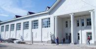 Бишкектеги Дельфин бассейнинин имараты. Архивдик сүрөт