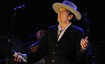 Американский поэт и исполнитель Боб Дилан. Архивное фото