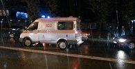 Скорая помощь на месте наезда на пешехода по улице Элебесова в Бишкеке