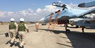 Российские летчики готовятся к посадке в истребитель Су-30 перед вылетом с аэродрома Хмеймим в Сирии. Архивное фото