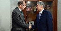 Президент Алмазбек Атамбаев Германиянын азык-түлүк жана айыл чарбасы федералдык министри Кристиан Шмидт менен жолукту