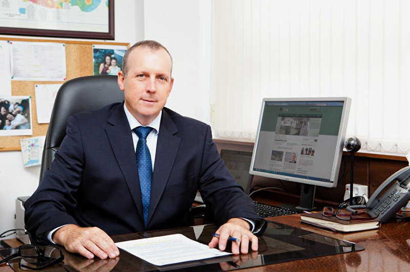 Президент Кумтор Голд Компани Дэниел Дежарден в рабочем кабинете