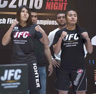 Участницы JFC Fight Night 2016, который начнется в субботу, 15 октября на церемонии взвешивания