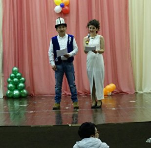Москва шаарында кыргыз кыздардын арасында сулуулук сынагынын алып баруучулары