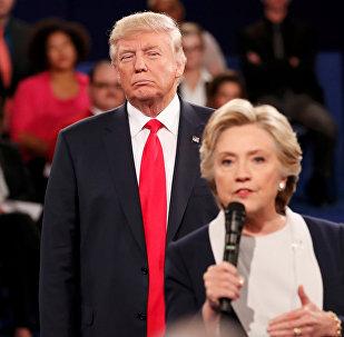 Хиллари Клинтон жана Дональд Трамптын архивдик сүрөтү