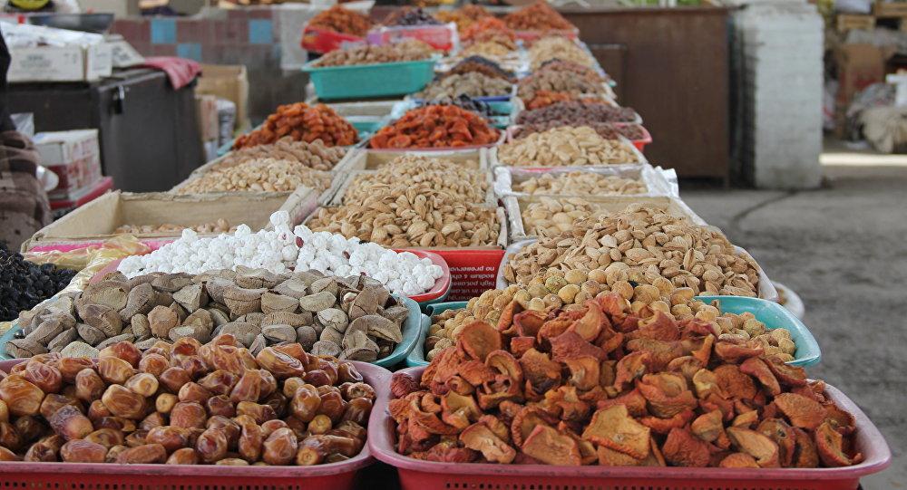 Сухофрукты на рынке. Архивное фото
