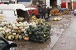 Работа рынка Дыйкан-Пишпек в Бишкеке