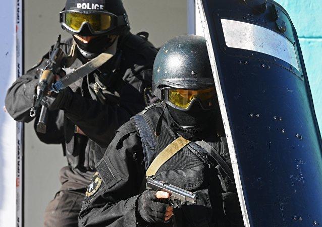Военнослужащие спецназа МВД Кыргызстана во время антитеррористических учений, архивное фото