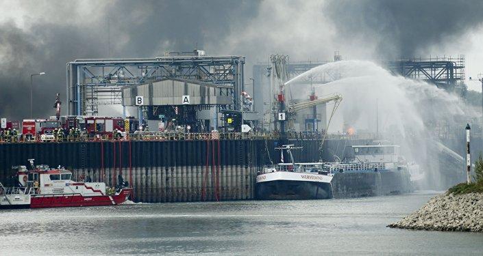 Последствия взрыва на одном из предприятий химического концерна BASF в немецком городе Людвигсхафен-ам-Райне