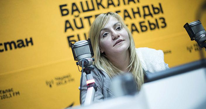 Ведущая и актриса детского шоу Илона Лесакова во время интервью