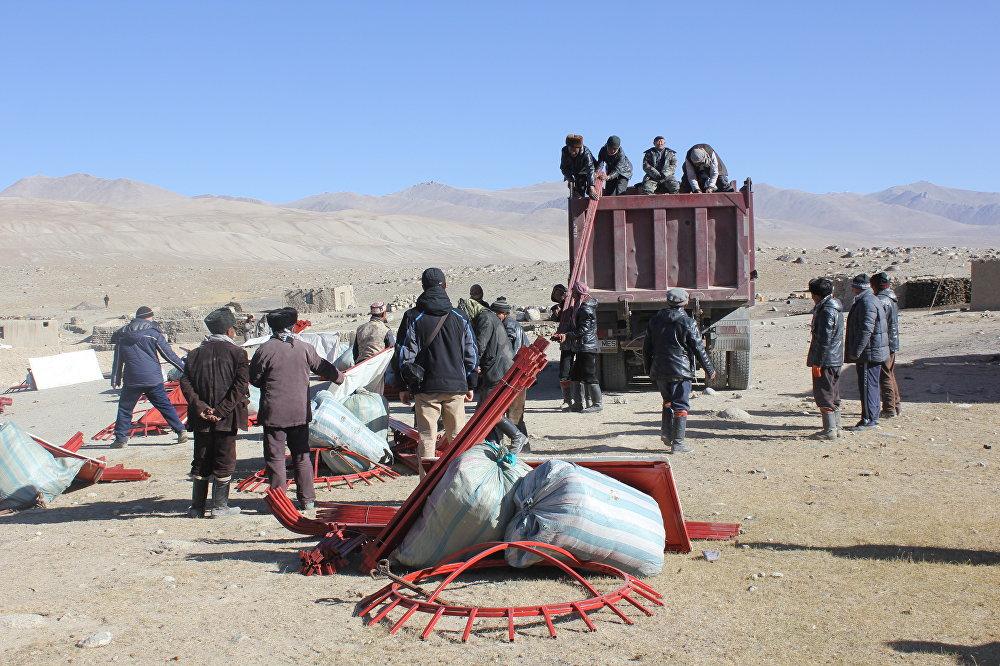 Кыргызстандан элүүгө жакын боз үй да жеткирилди