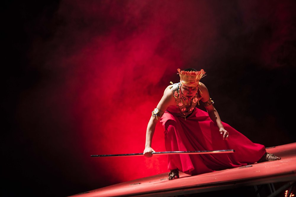 Постановка спектакля Тиит по пьесе Шекспира Тит Андроник театрем имени П. А. Ойунского в Бишкеке