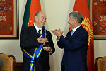 КР президенти Алмазбек Атамбаев Принц Карим Ага Хан IVгө Данакер орденин ыйгарууда