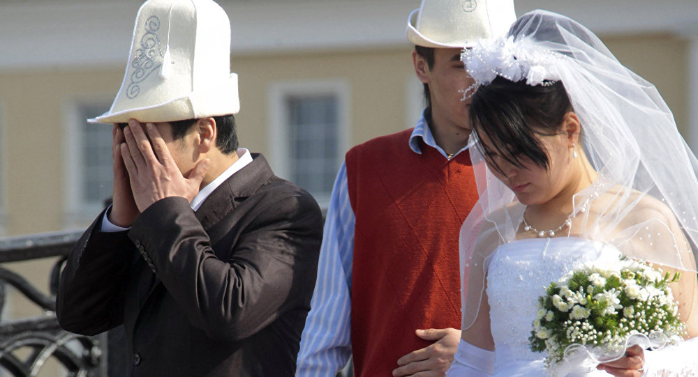 Молодожены из Кыргызстана. Архивное фото