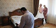 Мулла беседует с невестой. Архивное фото