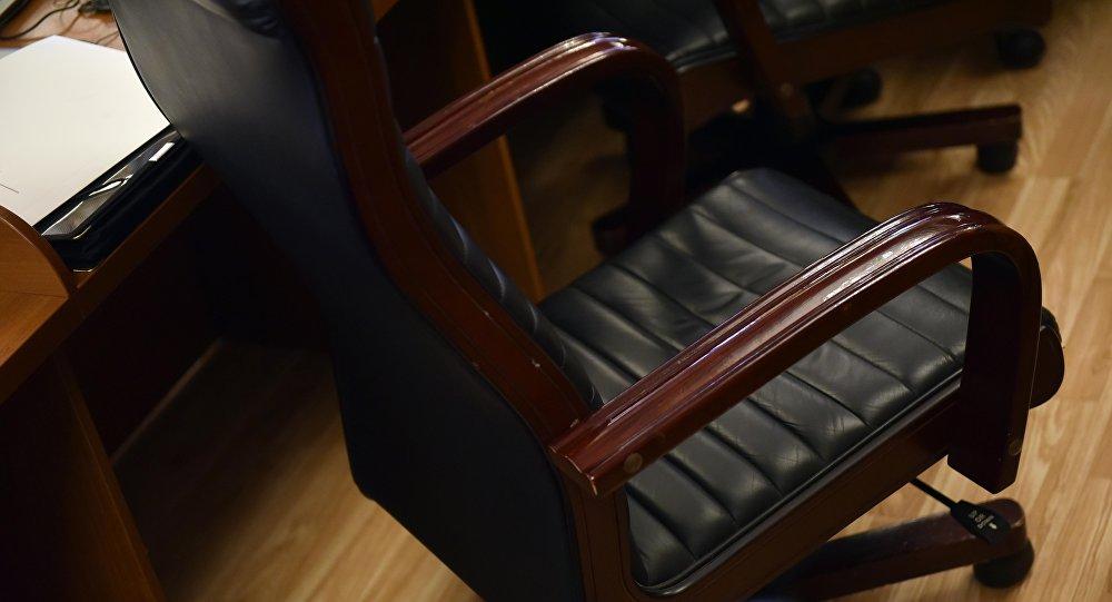 Жогорку Кеңештеги депутаттын креслосу. Архивдик сүрөт